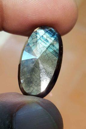 帶有藍色色調的金光藍寶石