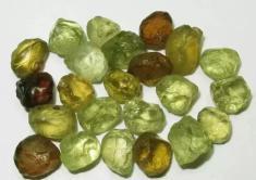 馬里榴石原石