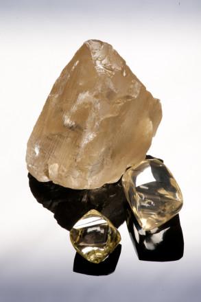 香檳色鑽石原石