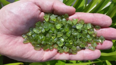 2. 橄欖石原石.jpg