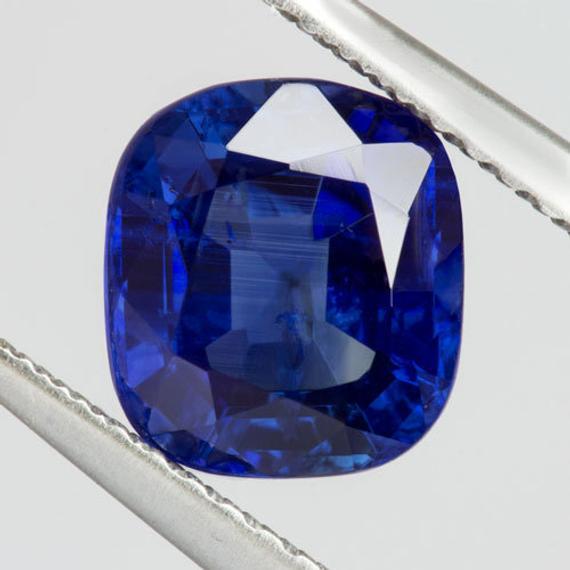 3. Royal Blue Sapphire 皇家藍藍寶石.jpg