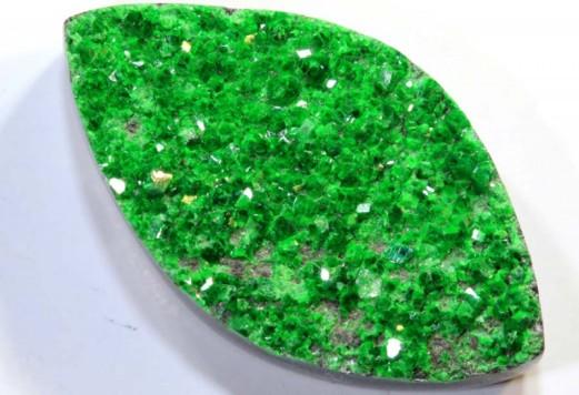 7.鈣鉻榴石.jpg