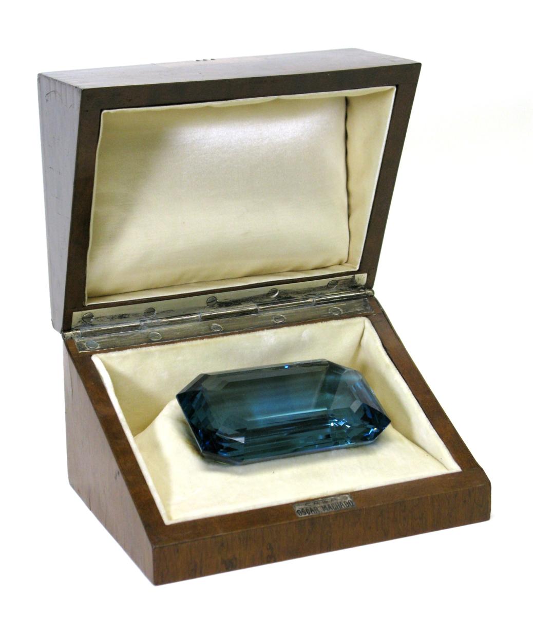 6. 重達1298 卡的矩形階梯式切割海藍寶石,於1936年,由巴西政府贈予當時的美國第一夫人Eleanor Roosevelt.jpg
