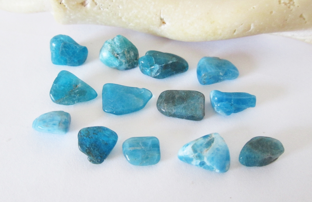 (7) 不同藍色的磷灰石.jpg