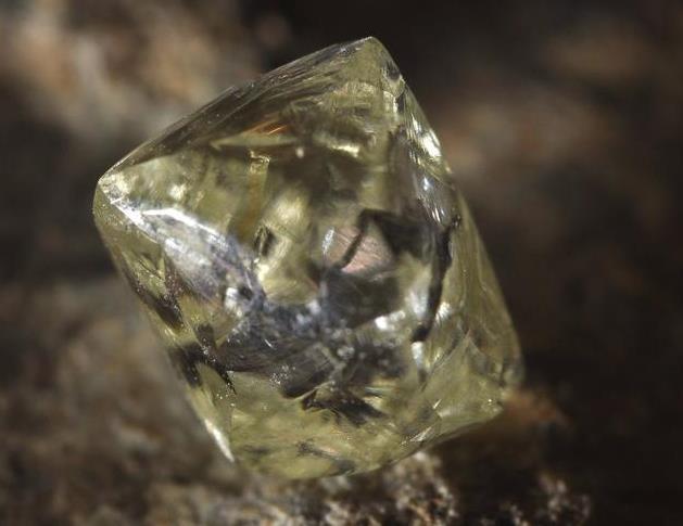 7. 鑽石晶體- 八面體單形.jpg